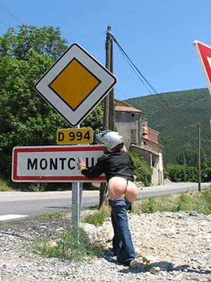 Motarde, 33 ans, garce et cochonne, pour trip de cul on the road