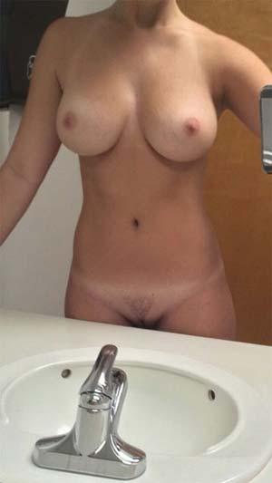 Jolie Française 22 ans / seins généreux  veut  tromper son mec !