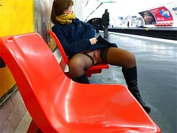 Chatte dévoilée dans la gare du tram de Nice